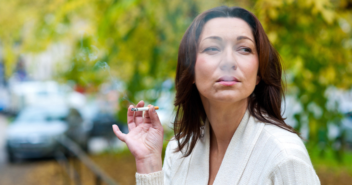 Mulher fumando