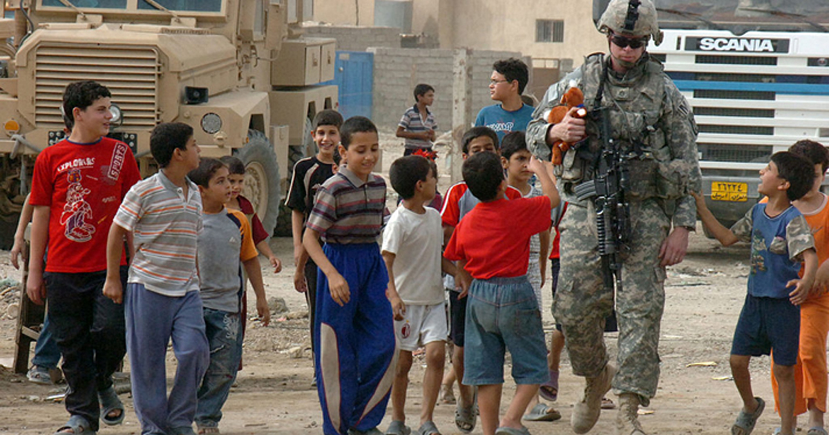 Photo of soldier with Iraqi children